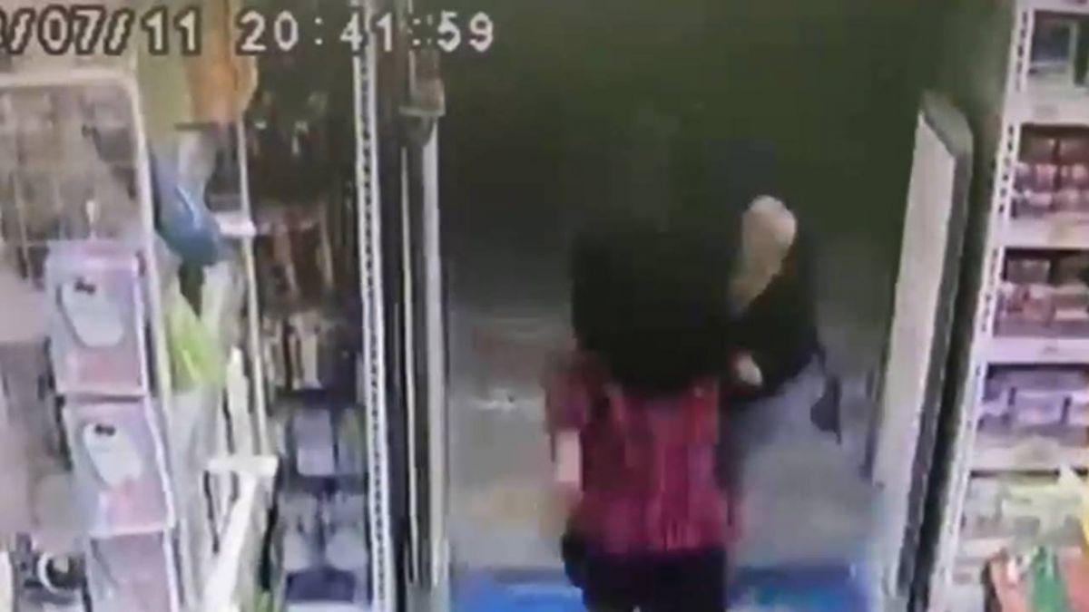 地牛翻身!震央台南規模4.3 店家物品震落民眾逃