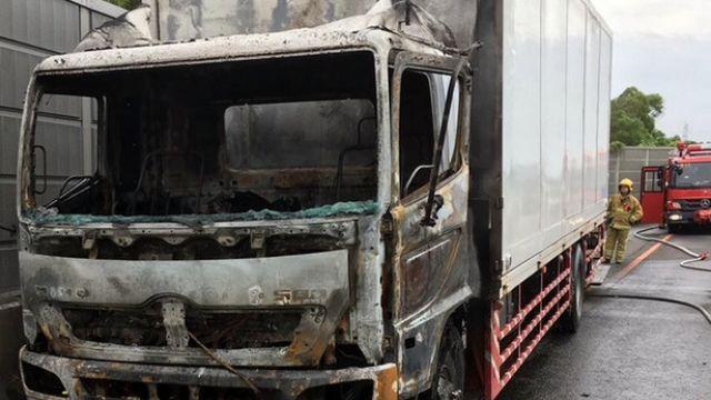 國道大貨車起火燃燒 駕駛及時下車未受傷