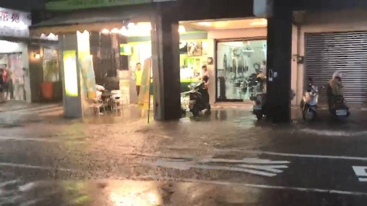 4縣市大雨特報!台南暴雨淹水到腳踝 畫面曝光