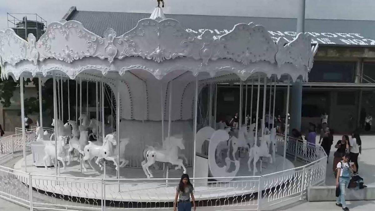超夢幻「純白色旋轉木馬」 遊客:少女心噴發