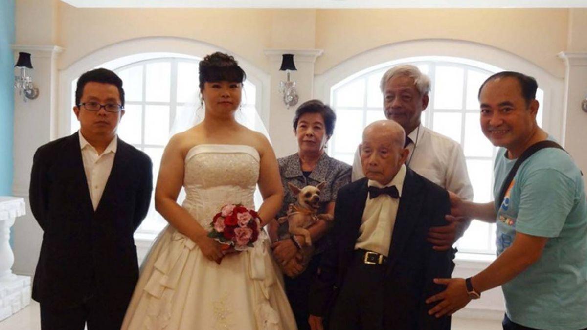 老伴不在了 孫女陪拍婚紗照!101歲失智阿公「足歡喜」