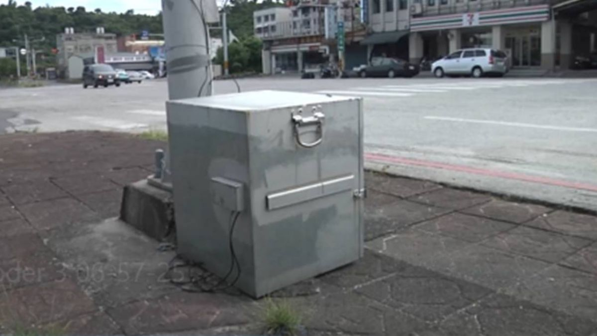 電線桿綁「保險箱」?怪異畫面引好奇 神秘功能曝光