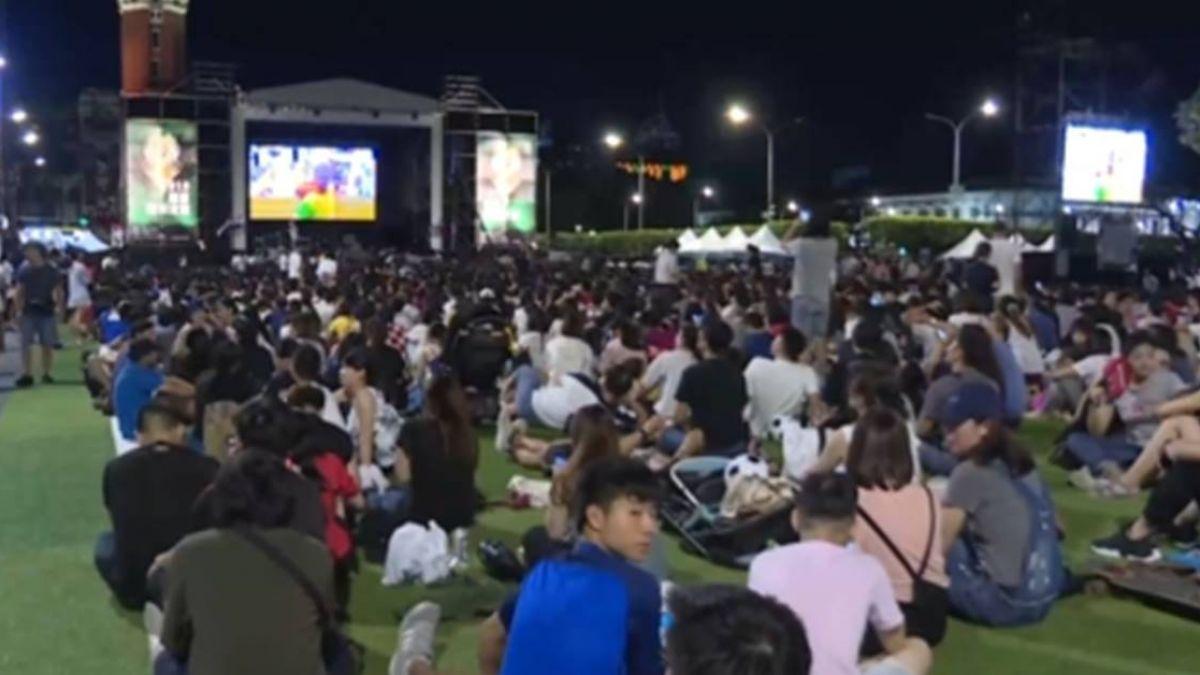 世界矚目!世足冠亞軍賽 球迷聚集戶外電視牆