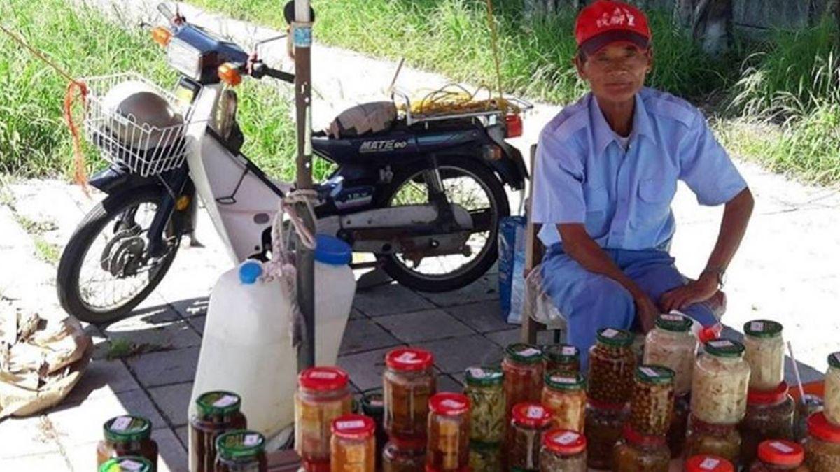 真正甘苦人!72歲老翁烈日賣醬菜扛家計:不做沒飯吃