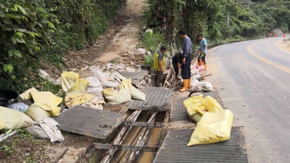 山坡地開挖黃泥水流民宅 住戶憂遭埋抗議