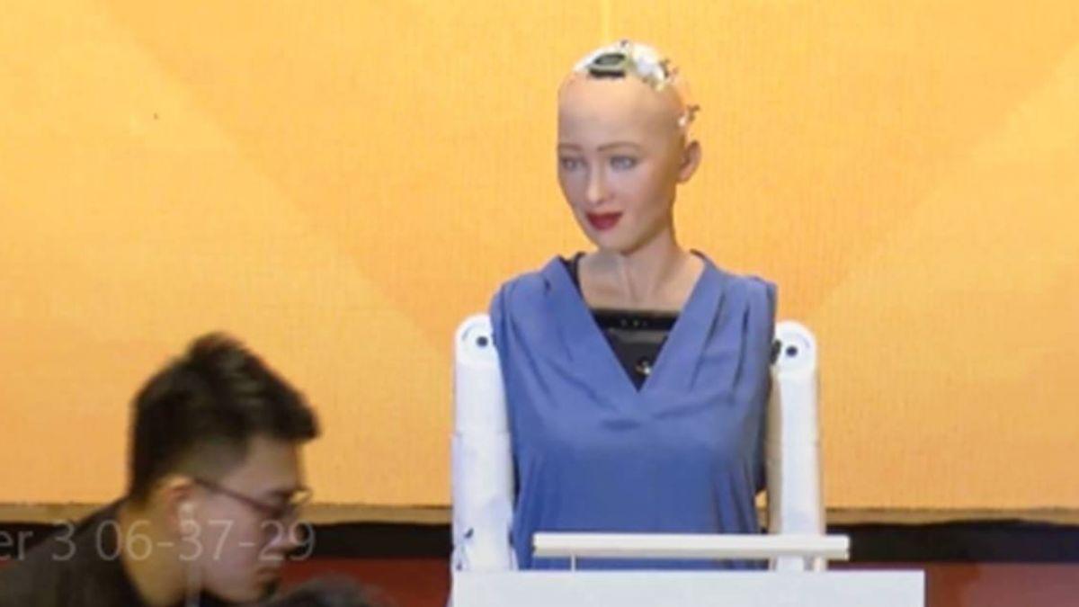 諷!機器人公民蘇菲亞登台 裝箱搭貨機