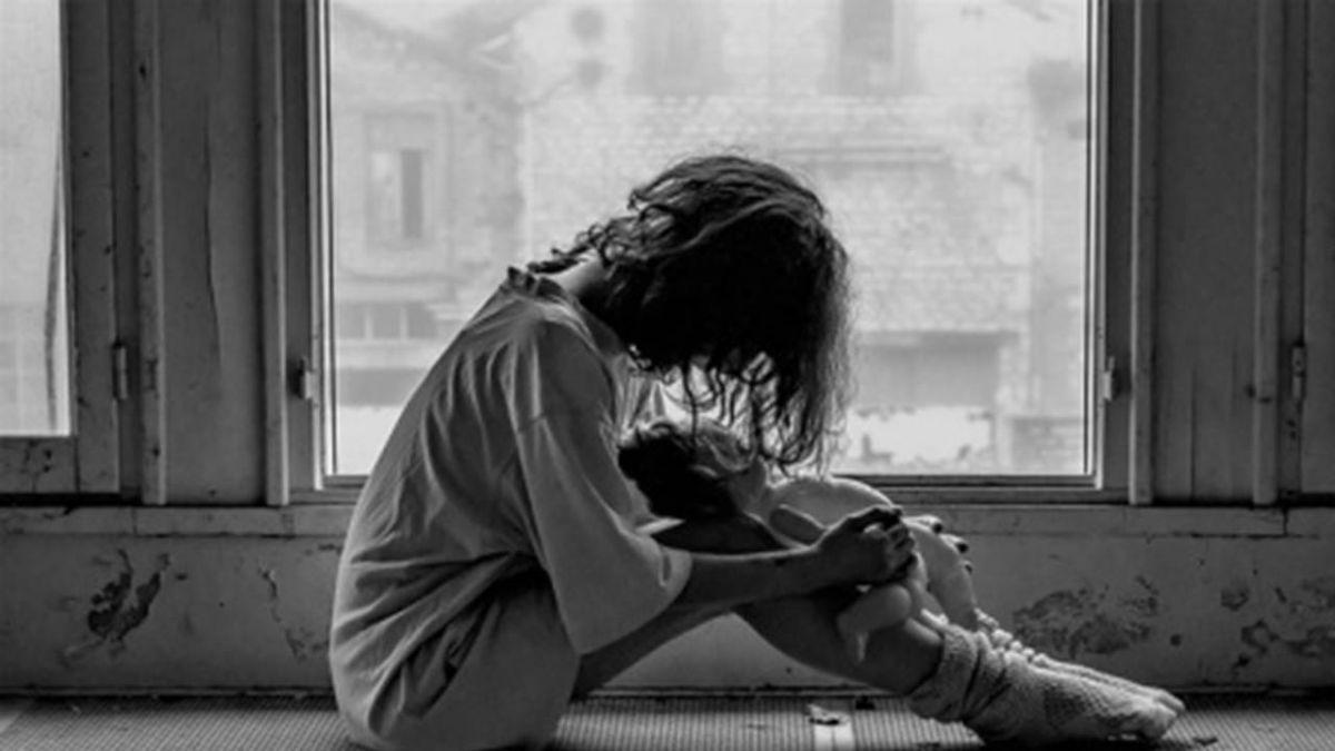 集體輪流性侵少女7個月!18淫魔問訊 慘遭50名律師包圍痛毆