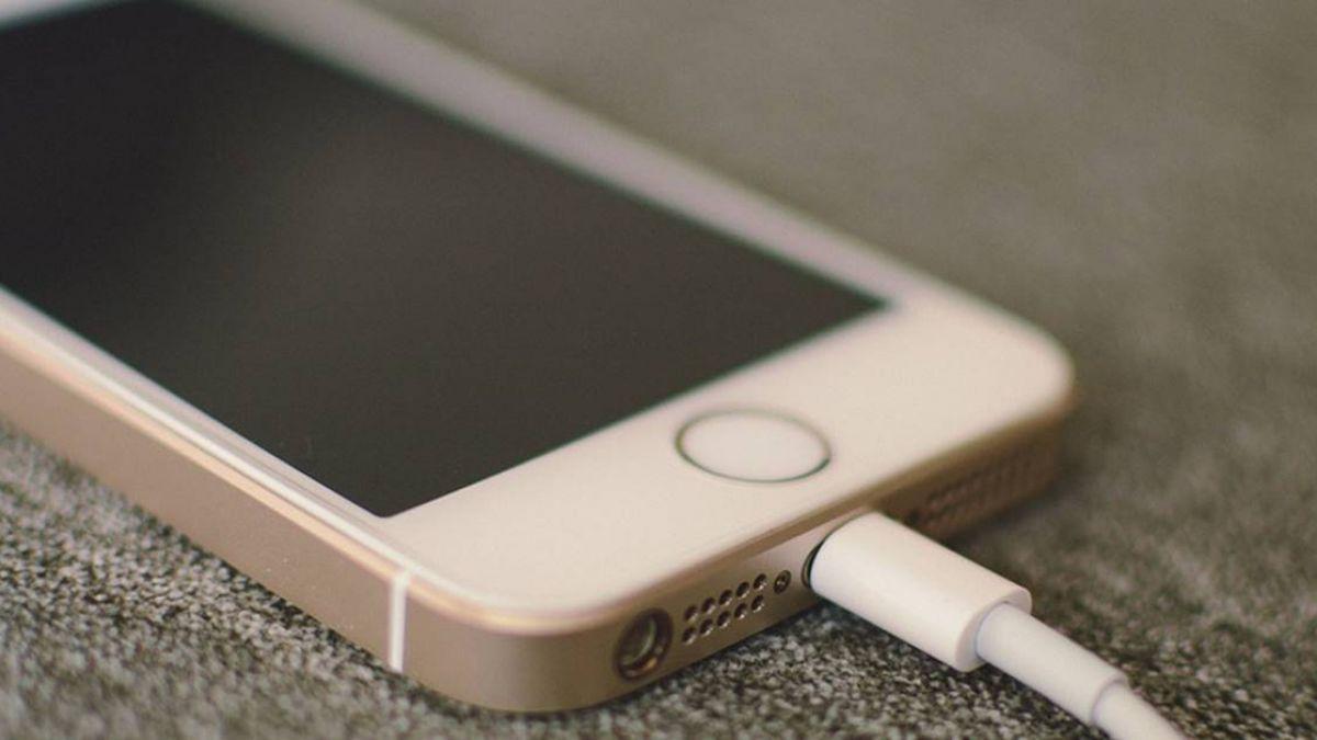 青少年手機成癮 研究:恐傷記憶力、增憂鬱風險