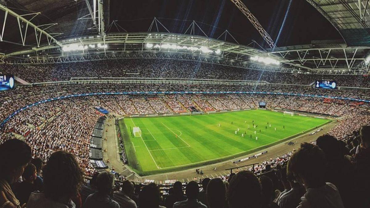 雅加達亞運在即 主場館遭足球迷拆椅破壞