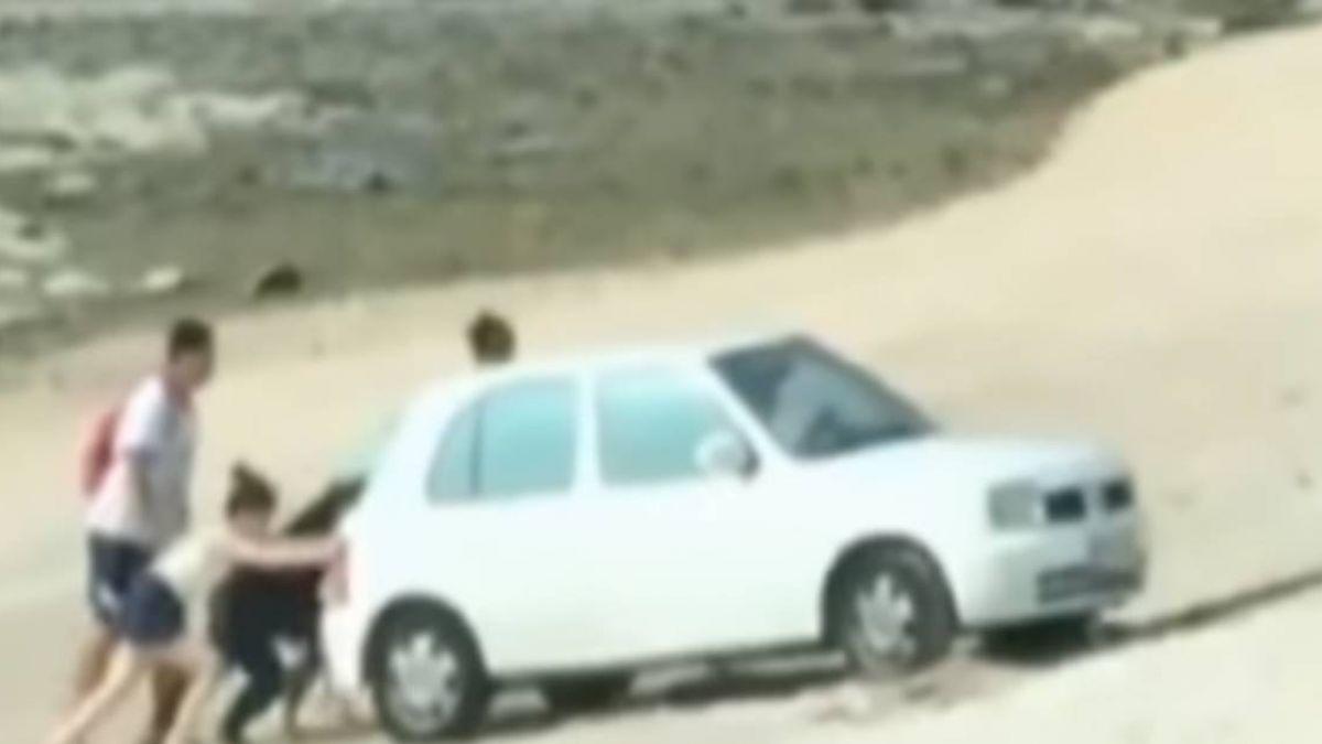 三寶衝澎湖「天堂路」玩沙 慘...卡沙灘得推車