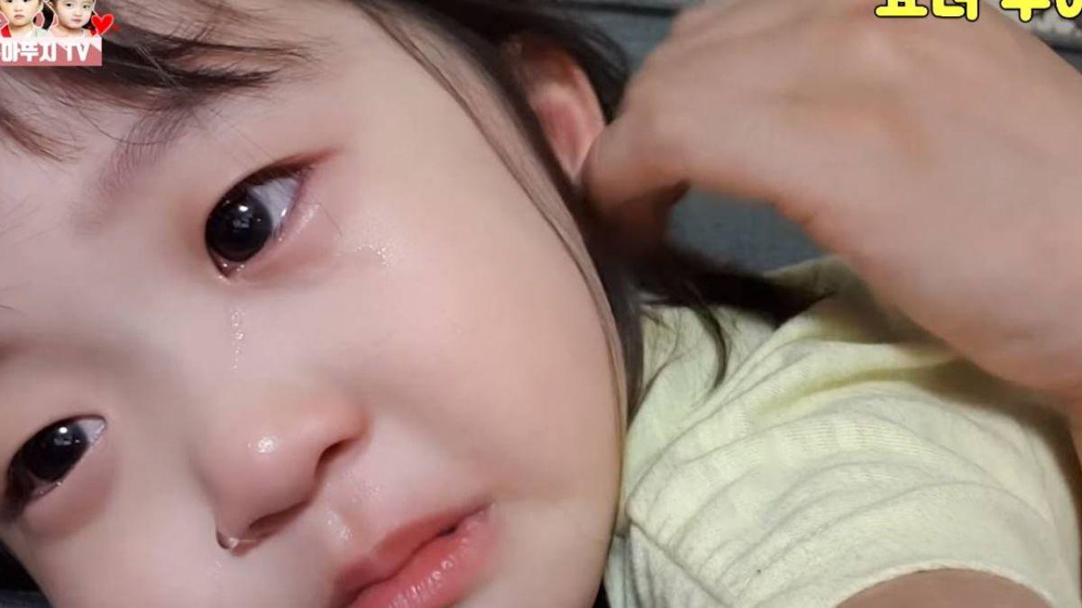 喚起「胎內記憶」!南韓雙胞胎摀嘴落淚:在媽媽肚子裡哭了