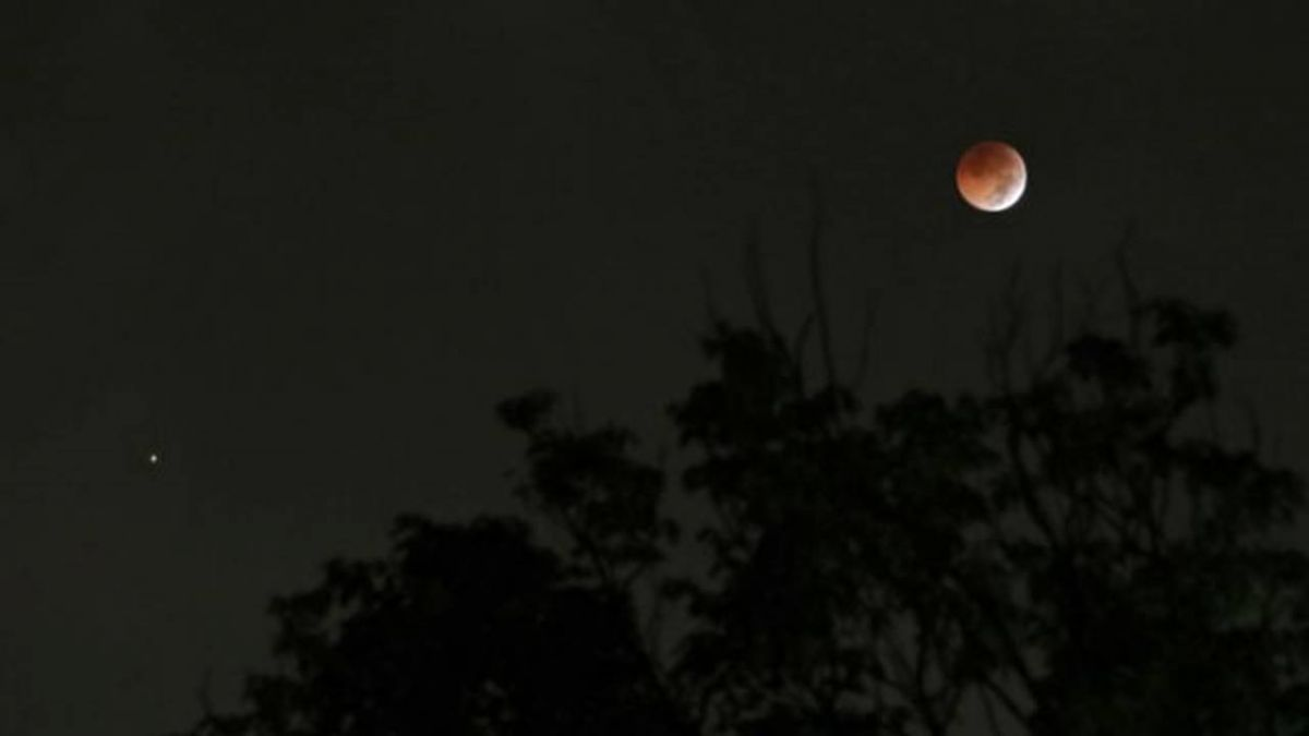 畢生難見!紅火星碰上赤月亮  天文奇觀震撼登場