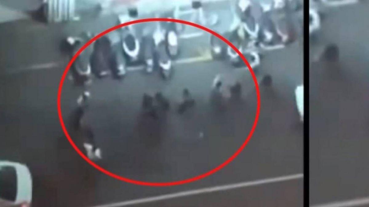 根本不認識!兩派人馬夜店外碰撞起口角 警方到場阻群架