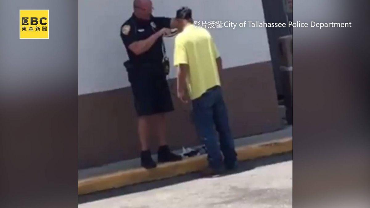 街友找工作 暖心警察 當街幫忙剃鬍子 暖哭眾網友