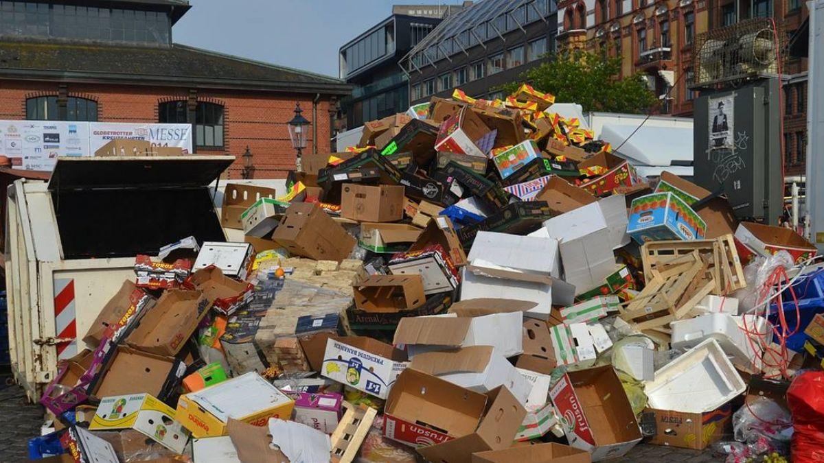 遊客亂丟鞋套 中國天空之鏡淪為垃圾場