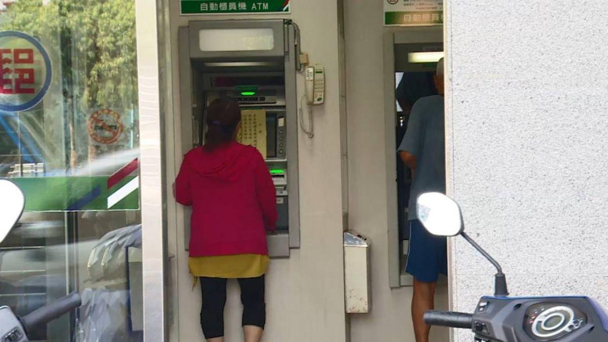 女郵局外提款…毒蟲埋伏伺機搶!僅得手3百落荒而逃