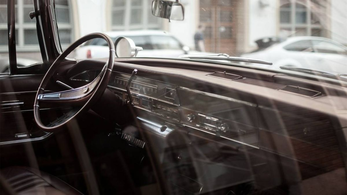粗心祖母把1歲孫女鎖車內 警立刻破窗救人