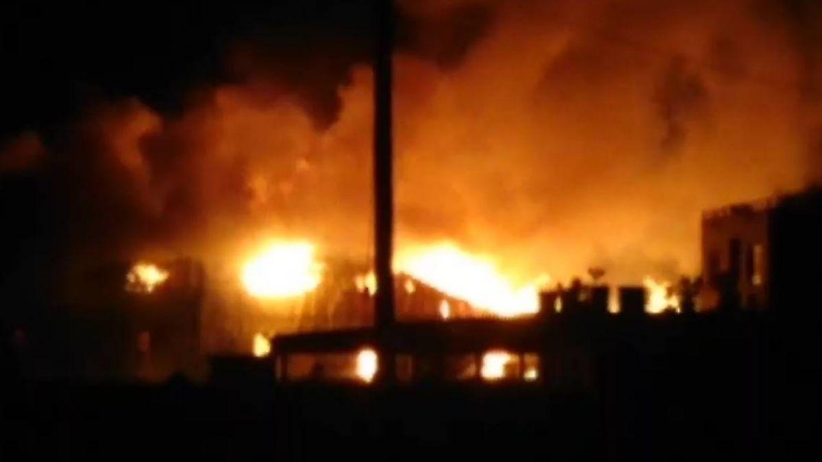 木材工廠驚傳大火!燒毀3百餘坪 烈火照亮黑夜