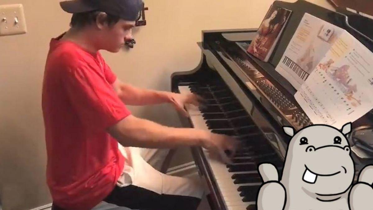 見鋼琴技癢!披薩小弟秀貝多芬名曲 超狂琴技吸睛65萬人