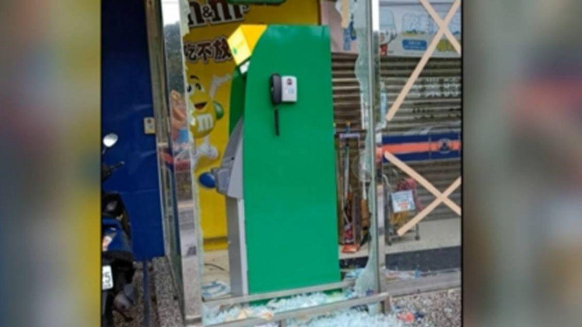 颱風夜貨車強拖竊ATM 嫌扯領不到錢撞破玻璃