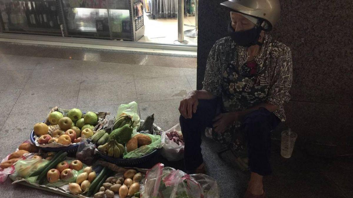 每天只睡4小時!86歲嬤慘遭家暴兒女棄養 半夜苦蹲路邊賣菜