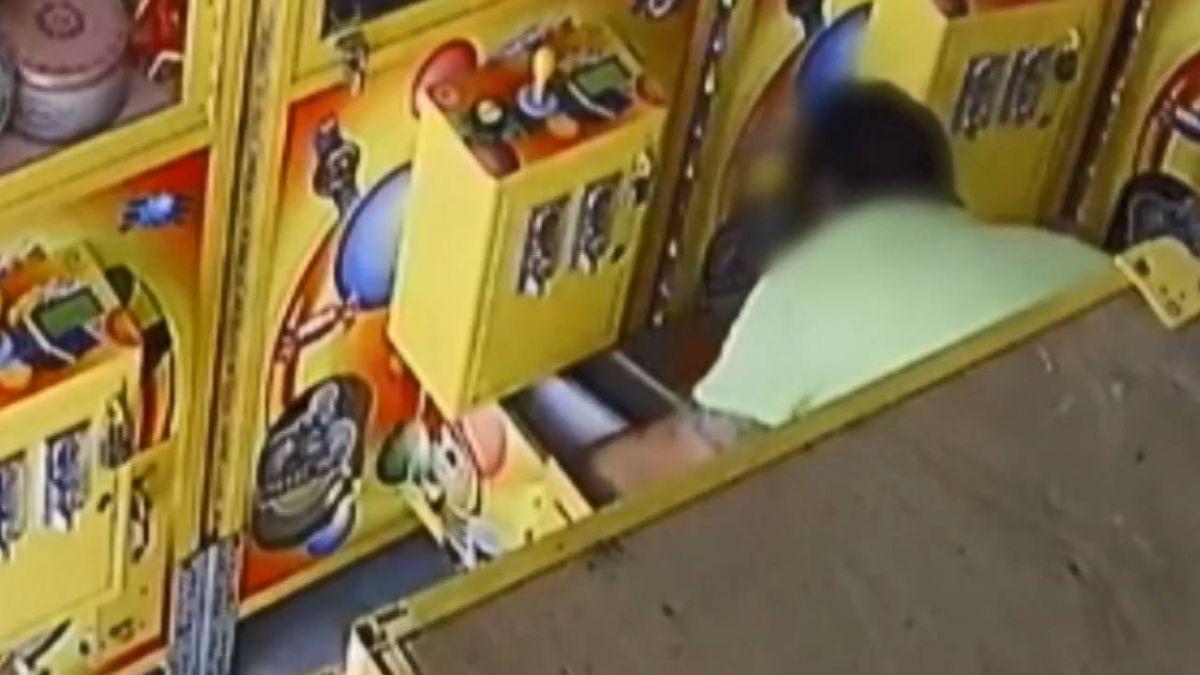 扳手撬機台秒偷現金 中部「娃娃機大盜」落網