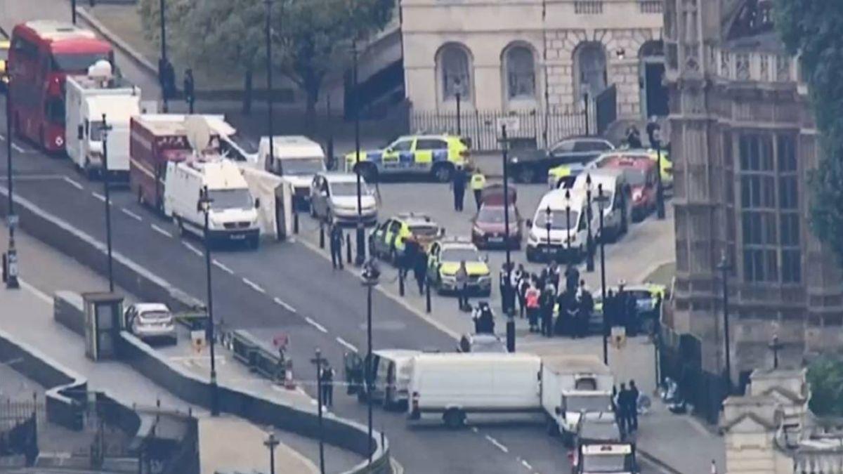 倫敦轎車衝撞國會大廈 嫌犯為29歲英國公民