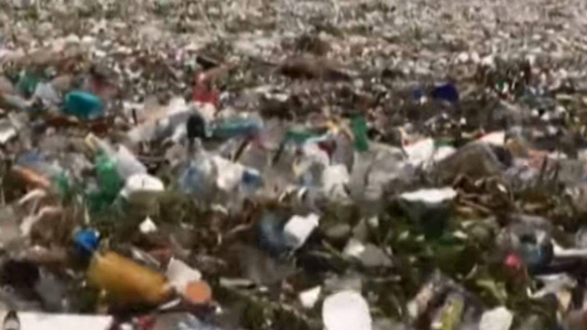 海洋垃圾問題嚴重! 馬尼拉海邊驚見「垃圾浪」
