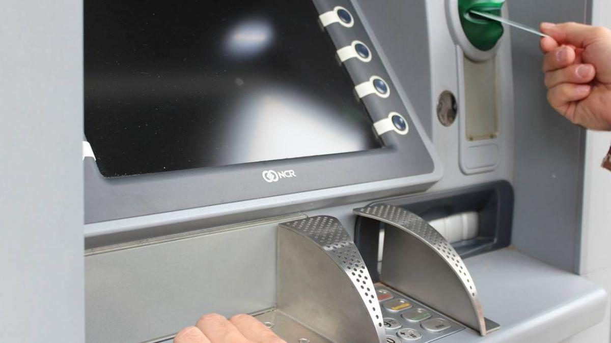 全台ATM今晨大當機 停擺2小時