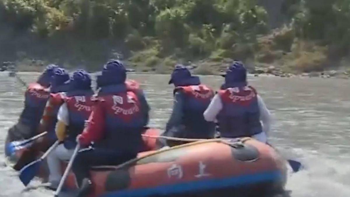 女泛舟捲船底 腳踝遭「血滴子」削爛骨肉分離!目擊者嚇吐