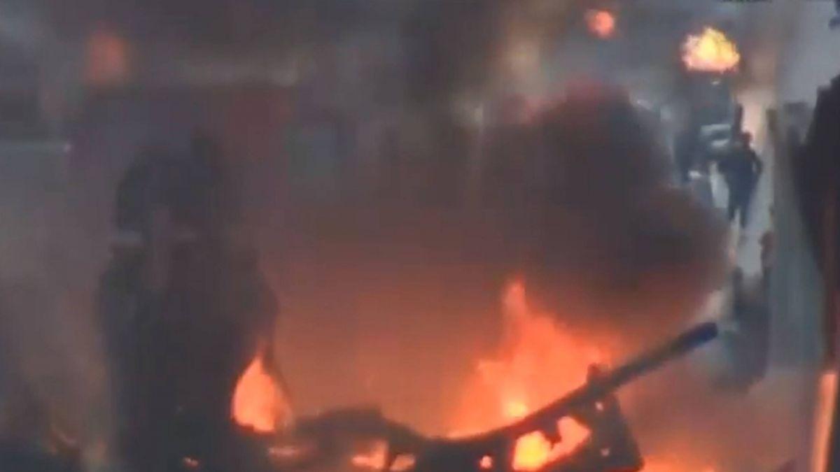 加州油罐車撞廂型車 車身起火爆炸釀2死