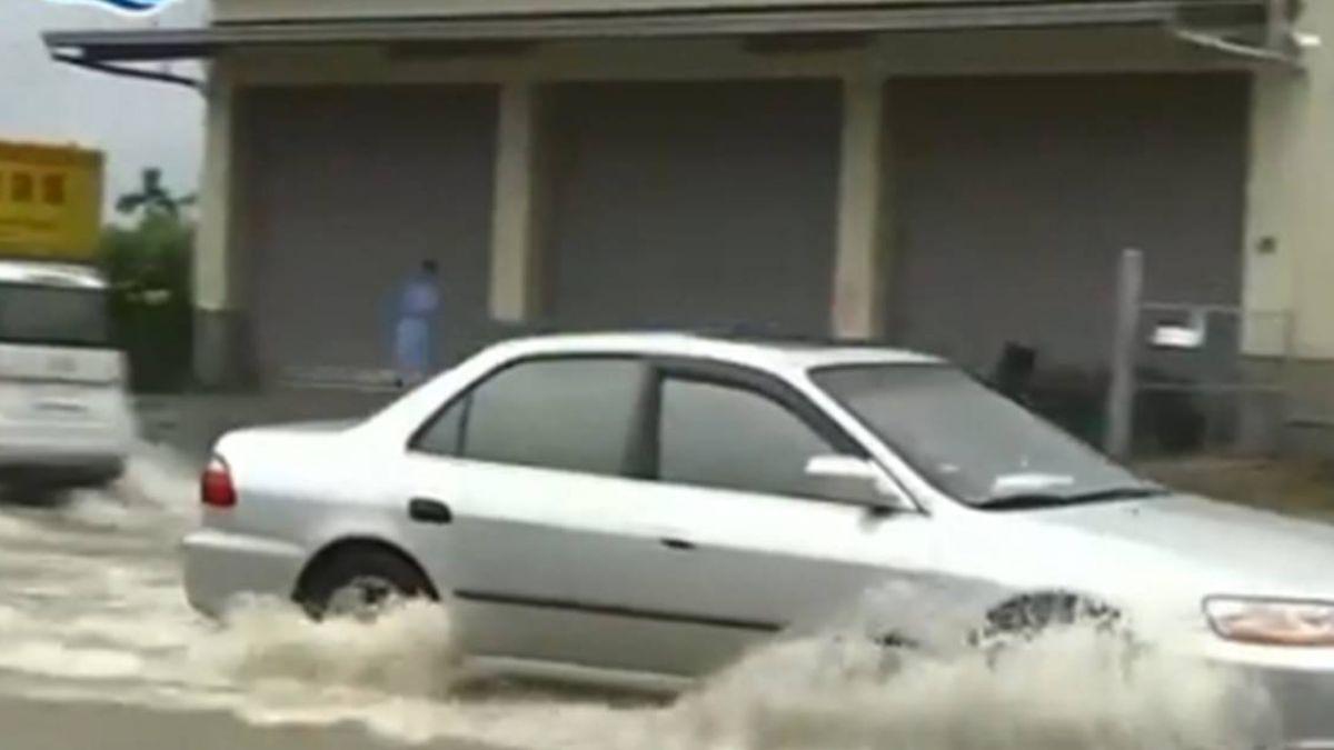 水底寮逢雨必淹 台17線林邊往大鵬灣封閉 交通受阻