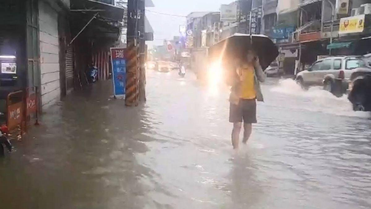 新園道路積水狂塞  家家進水居民苦不堪言