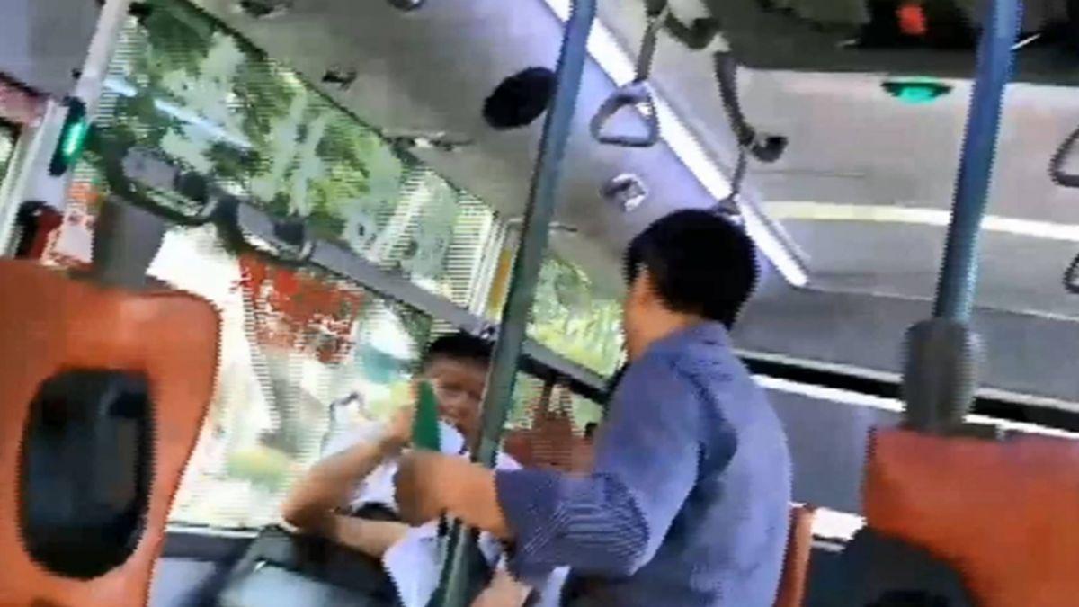 獨派人士公車上滋擾 柯P怒回嗆「關我屁事」