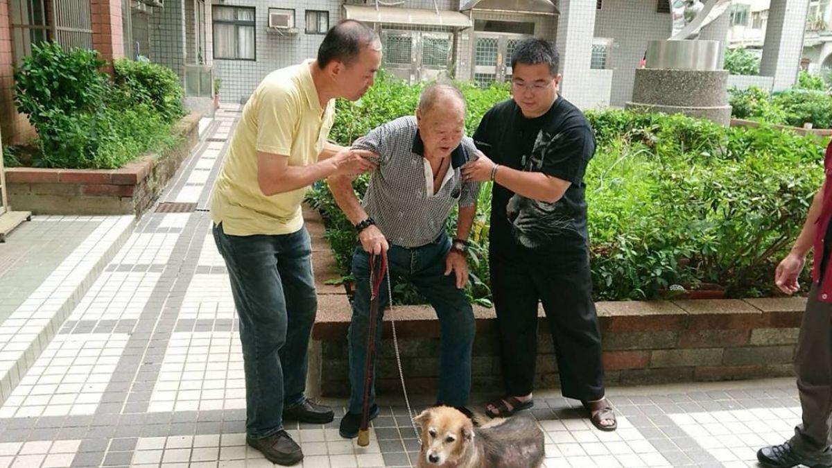 淚別唯一家人 老榮民妻逝無力照料 拄拐杖送別10年愛犬