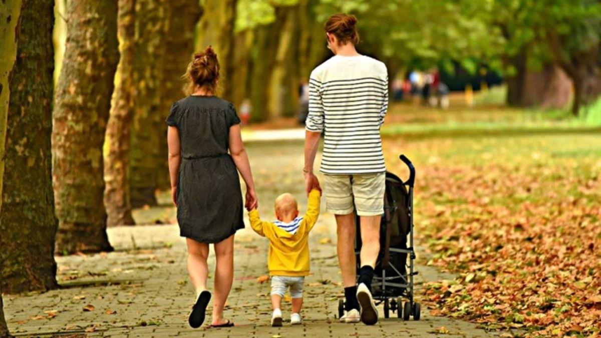 撫育2名未滿3歲子女 父母可同時領育嬰津貼