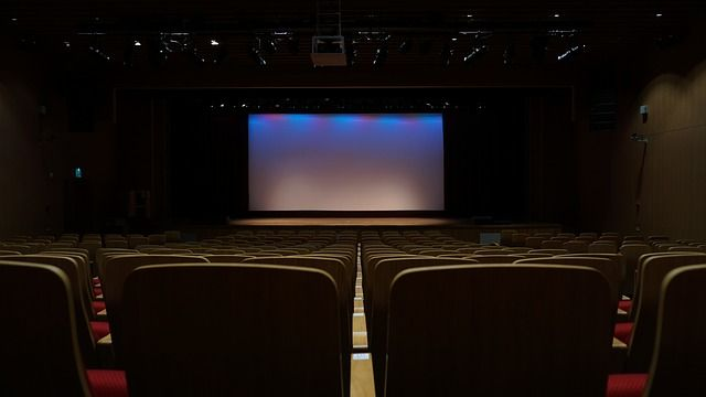 電影院全黑…女大生開門喊「都沒人耶」 下秒超尷尬