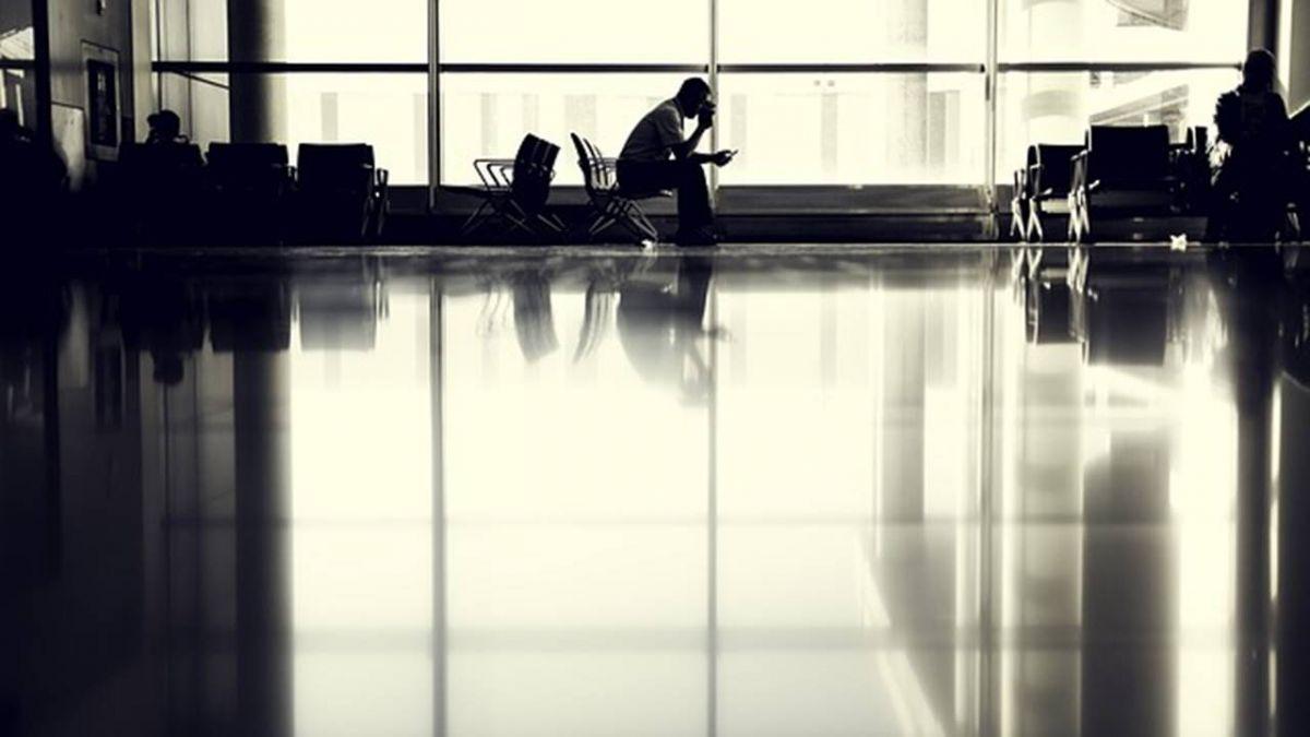 台男赴澳洲打工度假…找嘸頭路!慘睡機場嗑麵包果腹1周