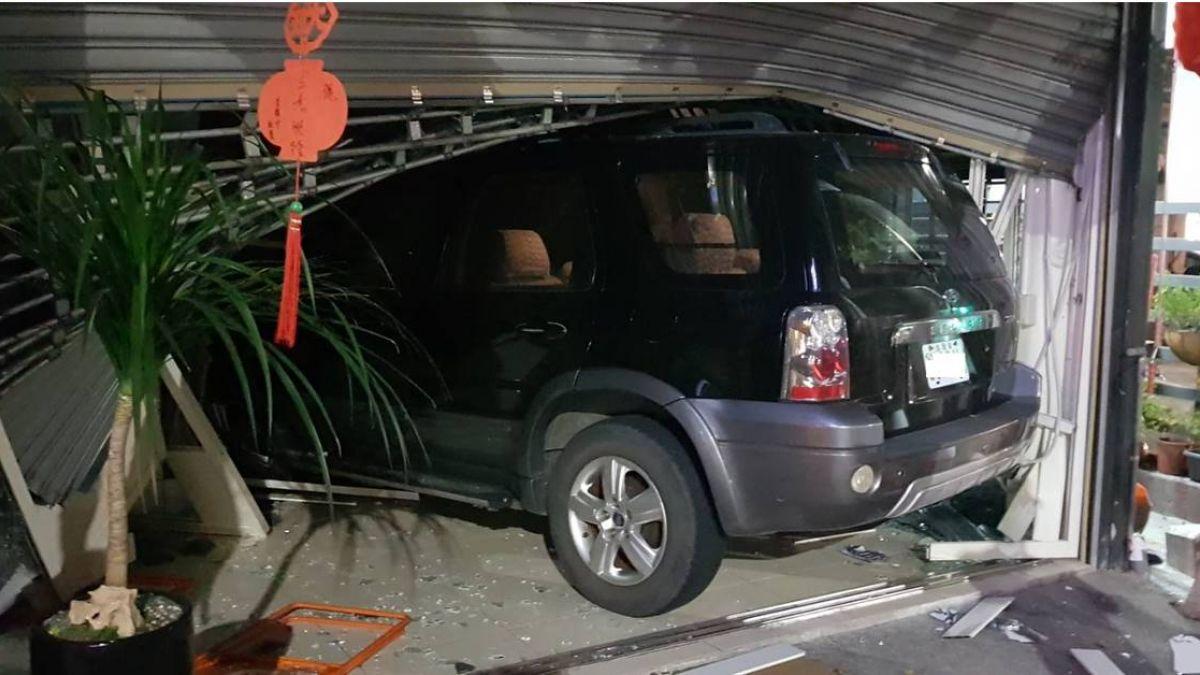 台中市轎車衝撞民宅 肇事駕駛胸痛送往醫院…下秒落跑