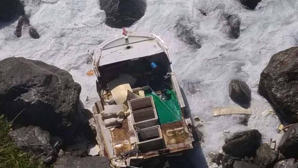 花蓮外海漁船擱淺 船長落海失蹤