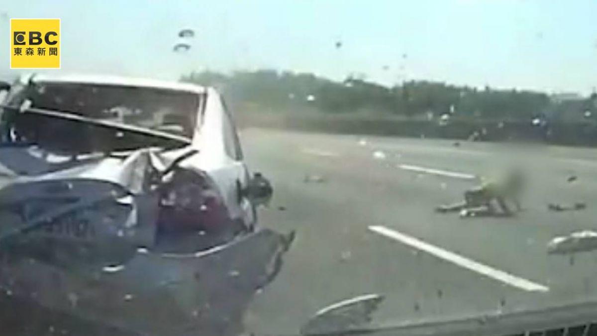 小孩噴飛車外…驚悚7秒曝光!國道2車翻覆險波及油罐車
