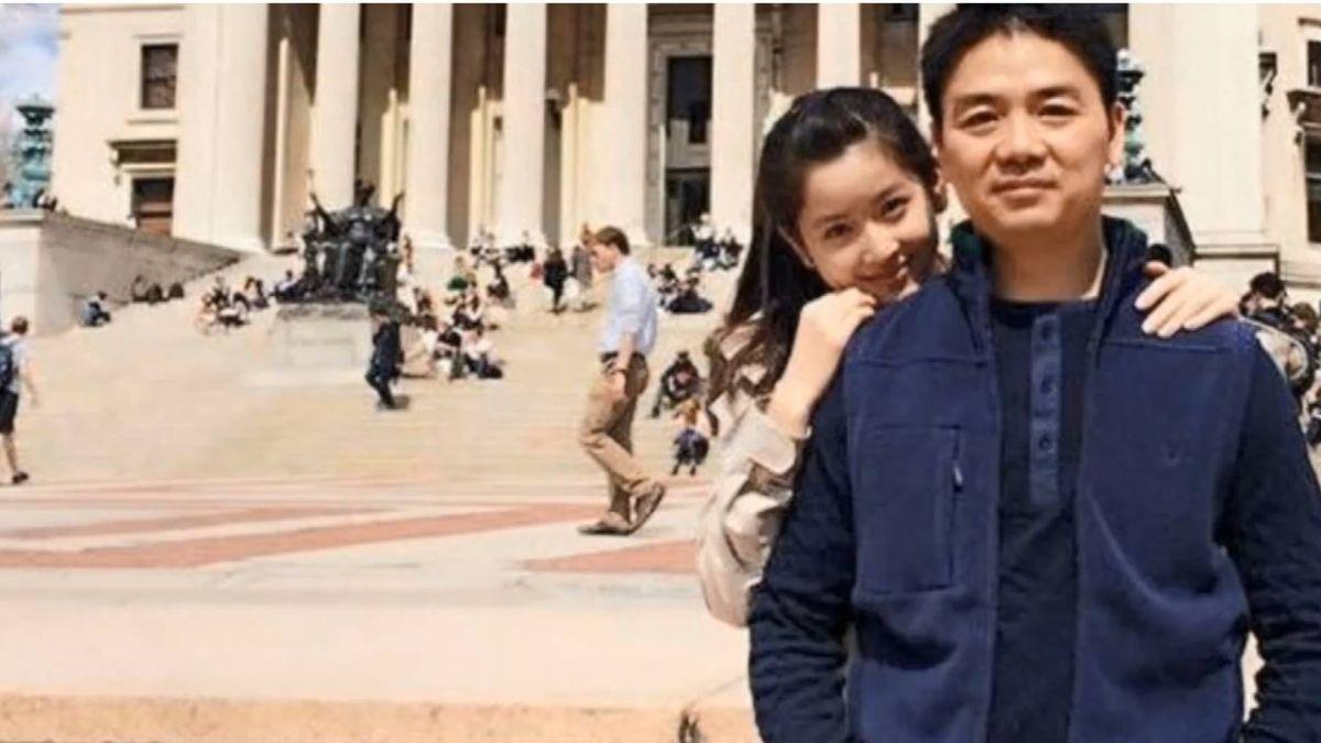 劉強東雙手反銬照片曝 美警以「強暴重罪」逮捕