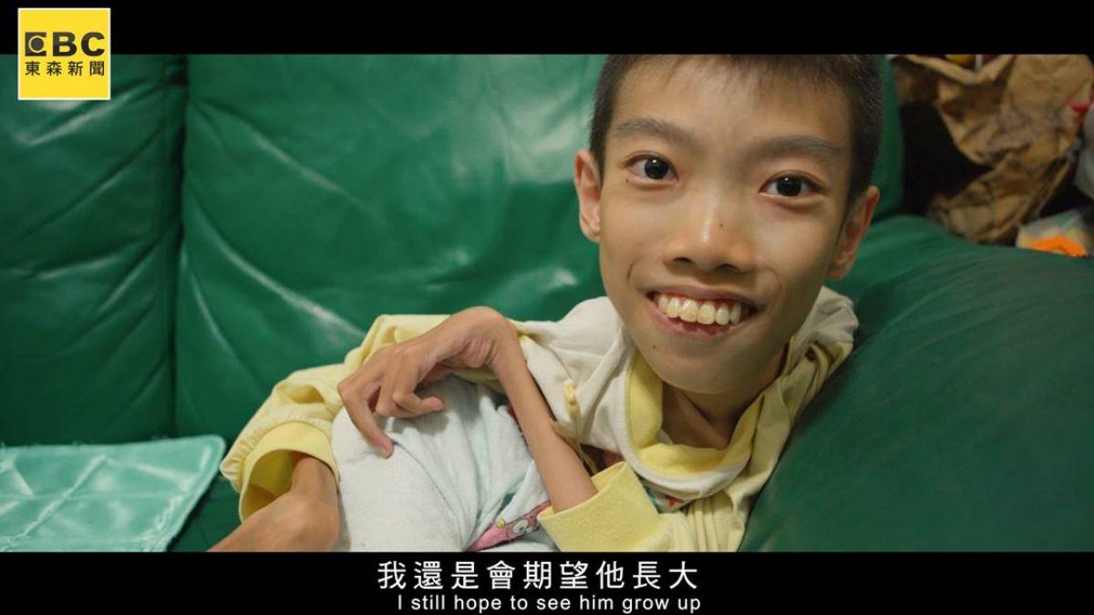癱坐輪椅的藏翼天使 罕病脊髓性肌童勇敢向夢想跨步