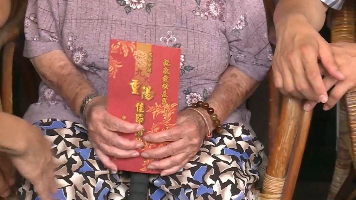 魏明谷探百歲人瑞 致贈重陽節敬老禮金