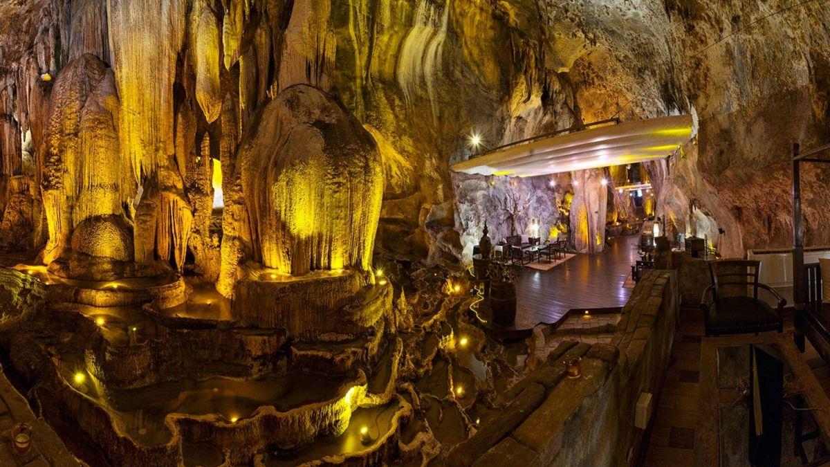 擁百萬名酒 世界前五 億年洞穴打造的奢華餐廳