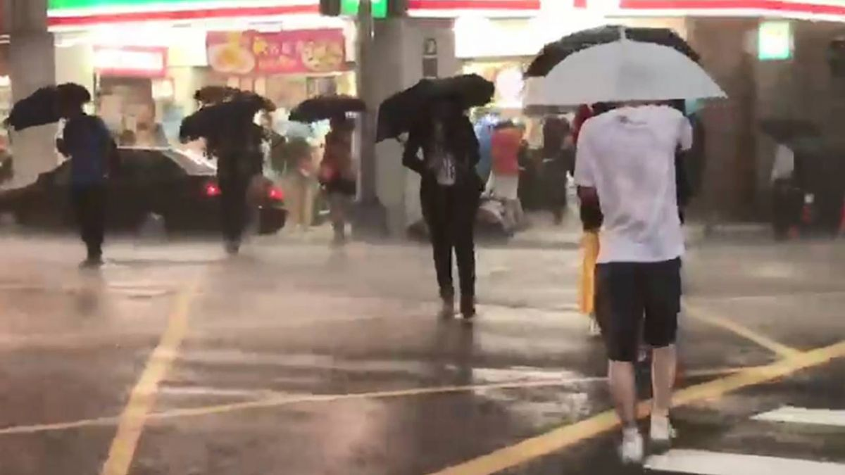 暴雨如颱風!北北基高屏慎防大雷雨 網友驚:會淹水嗎