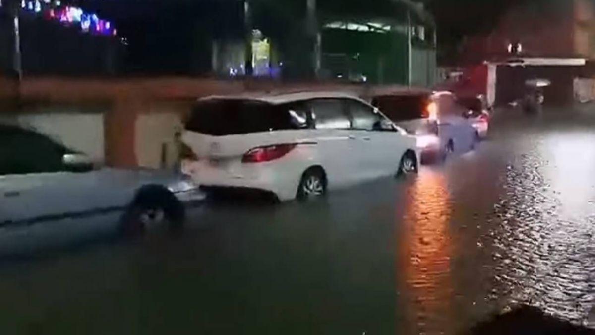 基隆大雷雨!馬路淹半個輪胎 涉水險象環生