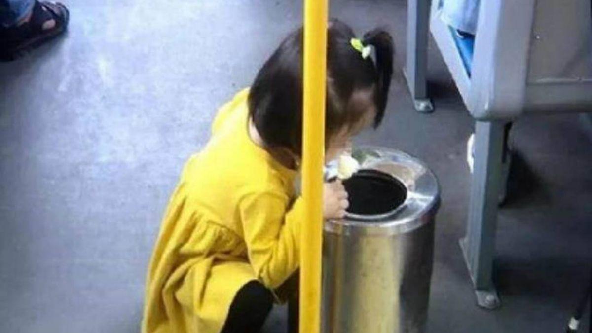 家教好?2歲童蹲垃圾桶旁吃冰棒 一張照片掀網戰!