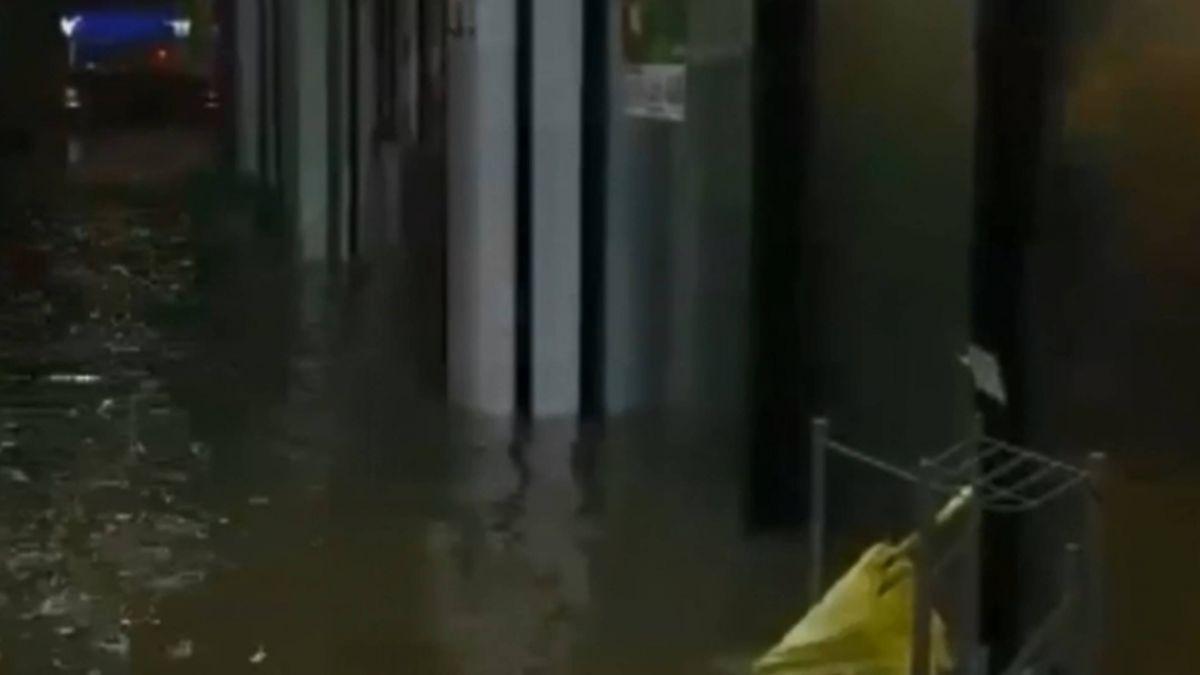 水淹小腿 北市知名店家變水上餐廳 店家苦笑:「海洋世界!」