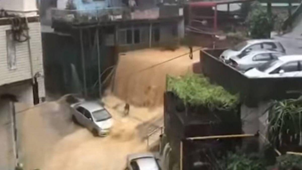 雨彈侵襲 !民宅地基淘空 40年老屋2度塌陷